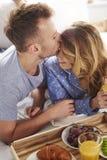 Couples au lit Photos stock