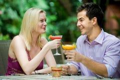 Couples ayant des boissons Photos libres de droits