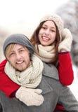 Couples ayant l'amusement le jour de l'hiver Photographie stock