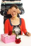 Couples bandés les yeux photos stock