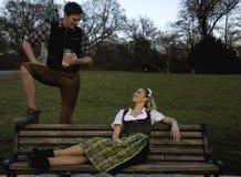 Couples bavarois Images stock