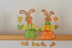 Couples bienveillants de lapin de Pâques photo libre de droits