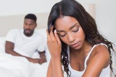 Couples bouleversés ne parlant pas entre eux après combat Photographie stock