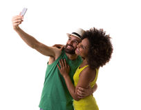 Couples brésiliens prenant une photo de selfie sur le fond blanc Photo stock