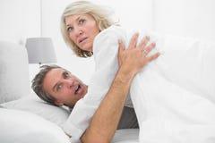 Couples choqués attrapés dans l'acte Photographie stock libre de droits