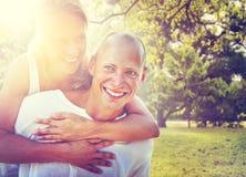 Couples collant le concept Romance de vacances Image libre de droits