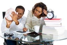 Couples contrariés avec des problèmes financiers Photo libre de droits