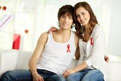 Couples contre des SIDAS Photos libres de droits