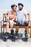 Couples convenables étant prêts à la lame de rouleau Photographie stock libre de droits