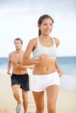 Couples courants - coureur de forme physique de femme heureux Photos stock