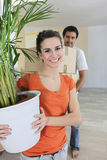 Couples déménager-dans la nouvelle maison photos libres de droits