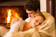 Couples détendant à la maison Image libre de droits