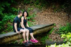 Couples détendant après avoir pulsé Image stock