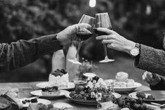 Couples dînant ensemble Photographie stock