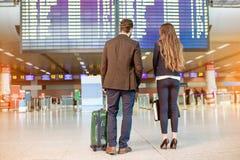 Couples d'affaires à l'aéroport Photo stock