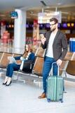 Couples d'affaires à l'aéroport Photo libre de droits