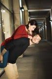 Couples d'amour dans la ville de nuit sensations Amour photos stock