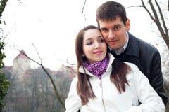Couples d'amour dans la ville Prague Photos stock