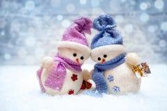 Couples d'amour de bonhommes de neige réglés les uns contre les autres Images libres de droits