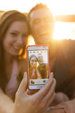 Couples d'amour souriant, selfie en gros plan de photo Image libre de droits