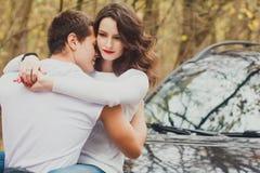 Couples d'histoire d'amour d'automne beaux Images stock