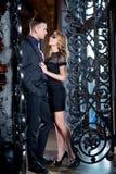 Couples d'histoire d'amour dans l'intérieur de luxe, Saint Valentin Relations Romance Masque vénitien Image libre de droits