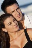 Couples d'homme et de femme à la plage Images libres de droits
