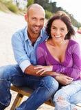 Couples d'une cinquantaine d'années de sourire heureux Photographie stock libre de droits