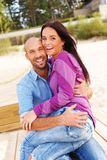 Couples d'une cinquantaine d'années de sourire heureux Image stock