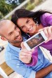 Couples d'une cinquantaine d'années dehors Photos libres de droits
