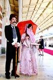 Couples dans des costumes turcs traditionnels Photographie stock libre de droits