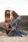 Couples dans des jeans Photographie stock libre de droits