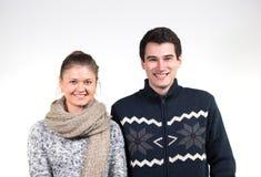 Couples dans des vêtements d'hiver Photos stock