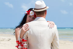 Couples dans des vêtements de mariage Photo libre de droits