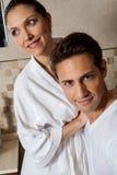 Couples dans l'amour à la salle de bains Image libre de droits