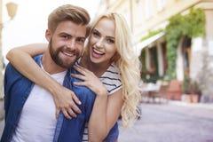 Couples dans l'amour à la ville Photos libres de droits