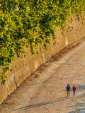 Couples dans l'amour à Rome au coucher du soleil Images libres de droits