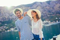 Couples dans l'amour, appréciant l'heure d'été Photographie stock