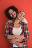 Couples dans l'amour au-dessus du fond de couleur Photos stock