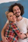 Couples dans l'amour au-dessus du fond de couleur Photographie stock