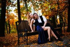 Couples dans l'amour Automne, extérieur Images stock