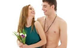 Couples dans l'amour avec des fleurs Photographie stock libre de droits