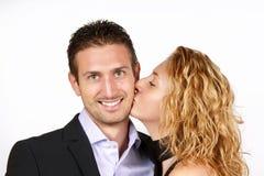 Couples dans l'amour avec le baiser Photographie stock libre de droits
