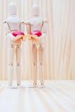 Couples dans l'amour avec leurs coeurs Image stock