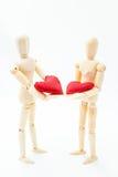 Couples dans l'amour avec leurs coeurs dans leurs mains Photographie stock