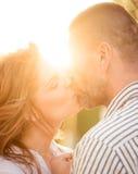 Couples dans l'amour - baiser Photo stock