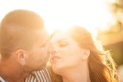 Couples dans l'amour - baiser Photo libre de droits