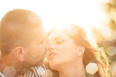 Couples dans l'amour - baiser Images stock