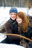 Couples dans l'amour dans la forêt Photo libre de droits