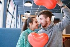 Couples dans l'amour dans le jour de valentines Photo stock